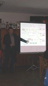 In einem fundierten und schlüssigen Vortrag informierte Ulf Matthes, verantwortlicher Mitarbeiter der Mitnetz, am Montagabend im Theumaer Sportlerheim die Teilnehmer an einem Forum der Bürgerinitiative Theuma zu Energieproblemen.